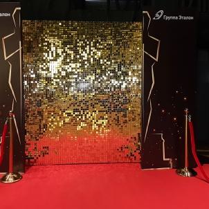 Золотая фотозона с пайетками в стиле Оскар-min.jpg