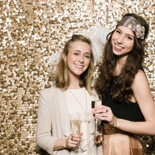 Золотая фотозона с пайетками для вечеринок-min.jpg