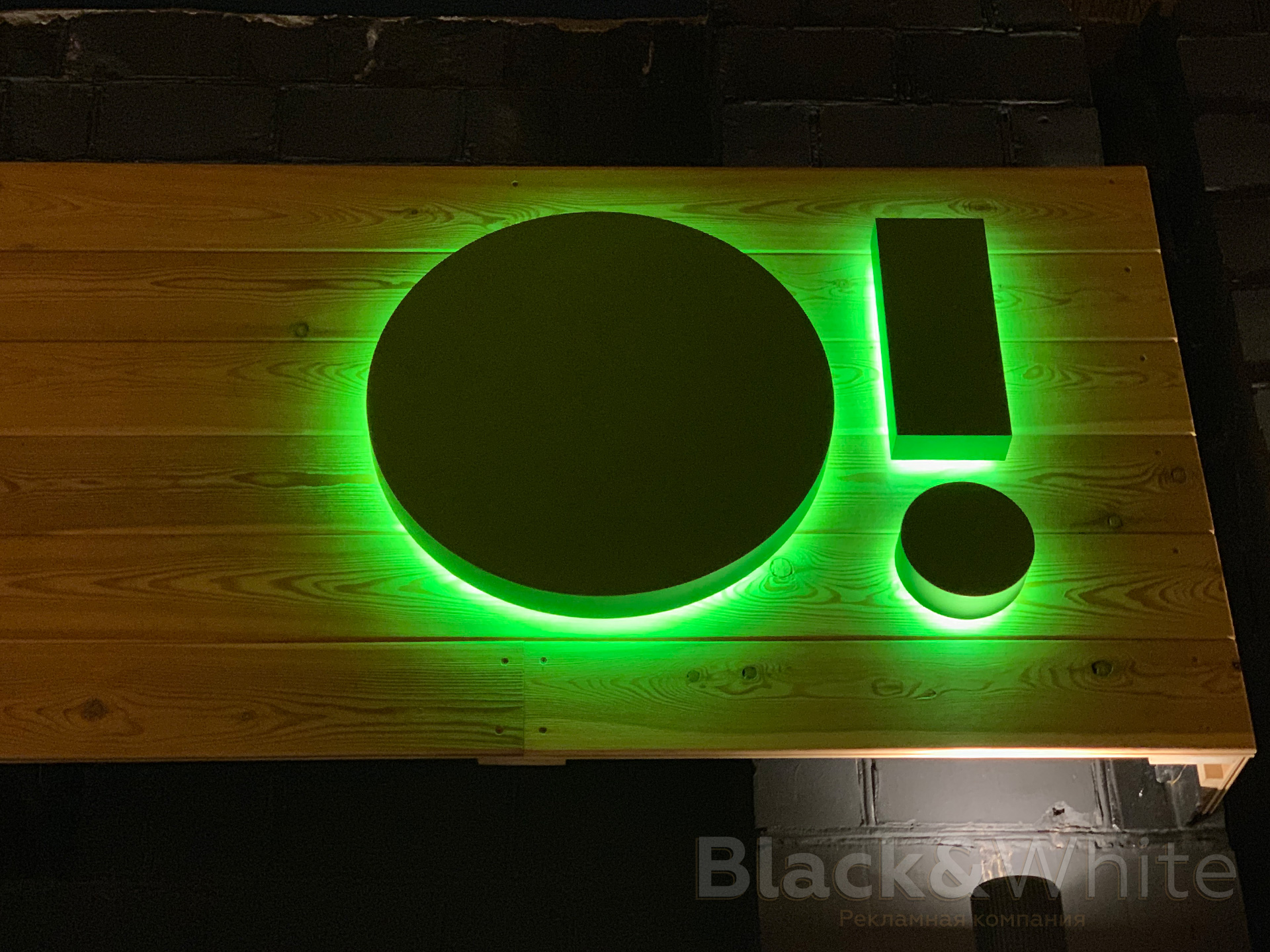 Вывески-с-объёмными-буквами-Объемные-буквы-с-контражурной-(обратной)-подсветкой-красноярск.jpg