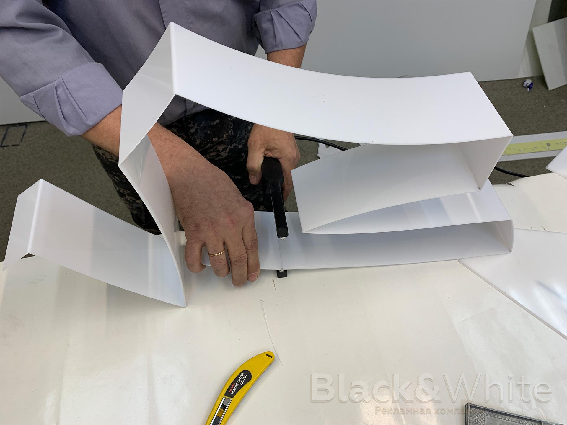 Изготовление-объёмных-световых-букв-из-акрила-со-световым-бортом.jpg