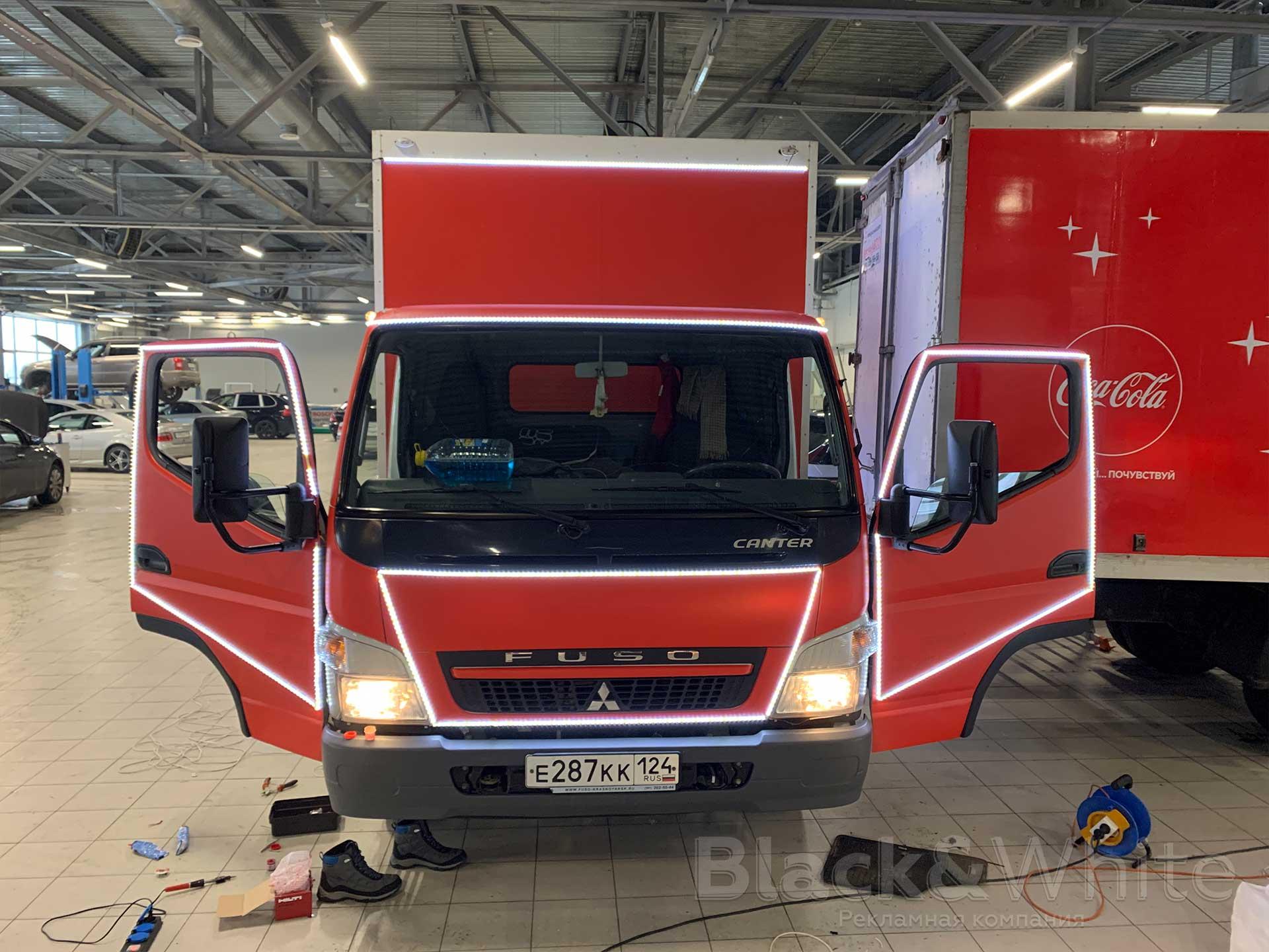 Брендирование-грузовиков-Кока-Кола-подсветка-светодиодной-лентой...jpg
