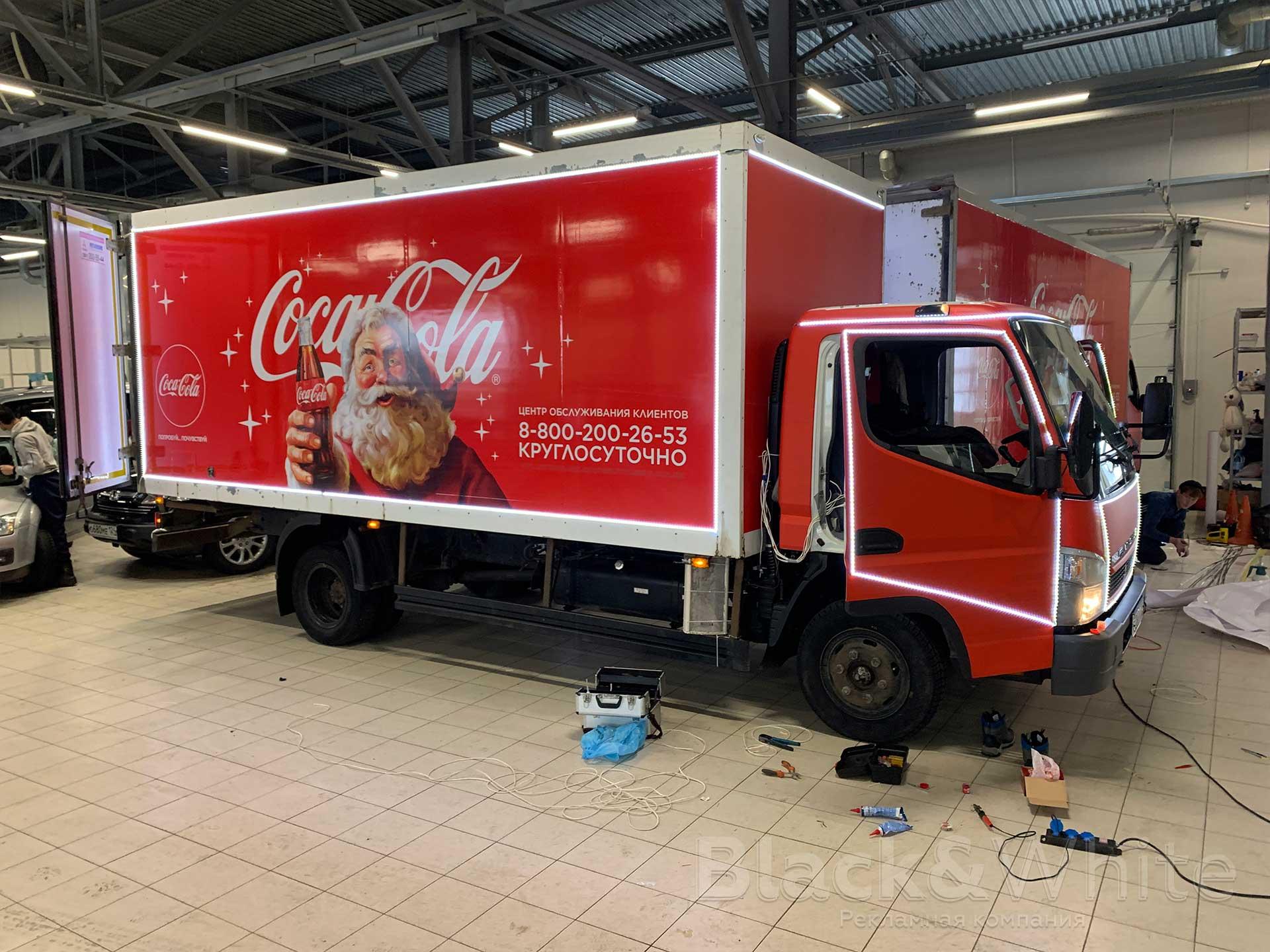 Брендирование-грузовиков-Кока-Кола-подсветка-светодиодной-лентой.jpg
